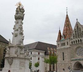 Boedapest_monumenten-burcht-Szentharomsag-ter.jpg