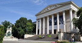 Boedapest_parken-Magyar-Nemzeti-Muzeum,.jpg